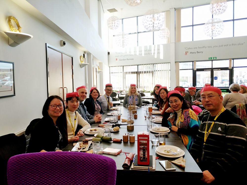 Loughborough College offers Christmas welcome to teachers from China