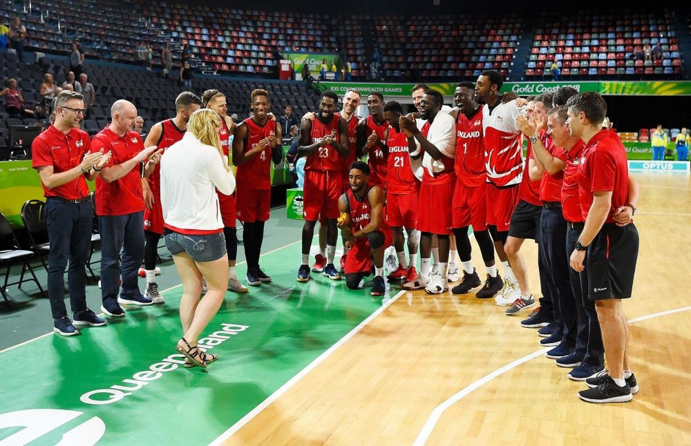 Commonwealth Games 2018: England Basketball's Jamell Anderson proposes to Georgia Jones on court